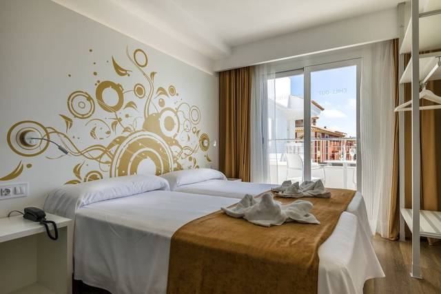 Superior room with balcony triton beach - adults only hotel cala ratjada