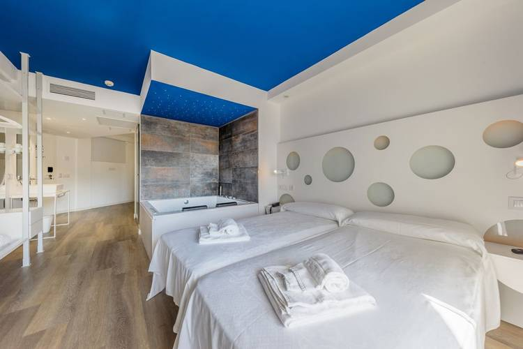 Deluxe room triton beach - adults only hotel cala ratjada